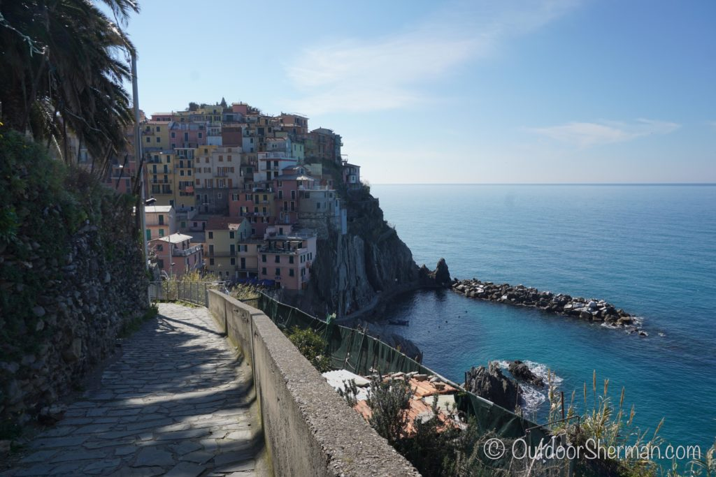 Hiking on Manarola's looped trail